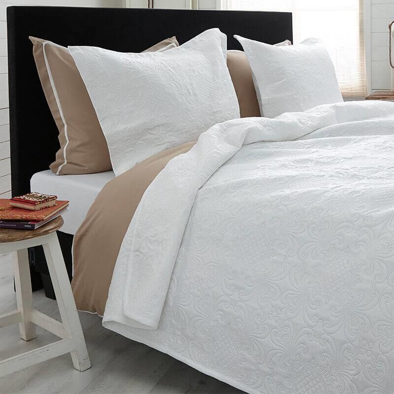 Bedsprei Clara – White  – 260×250 Cm